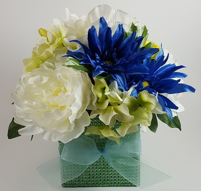 Blue and green daisy hydrangea centerpiece r