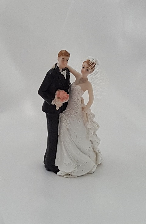 Sweet Wedding Couple Figurine R R Party Store